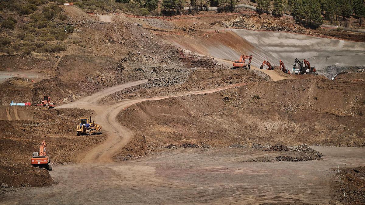 Obras de la construcción del anillo insular de carreteras en Santiago del Teide. | | ANDRÉS GUTIÉRREZ