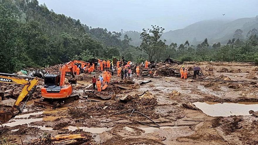 Més de 40 morts a l'Índia per una allau de terra provocada pel monsó