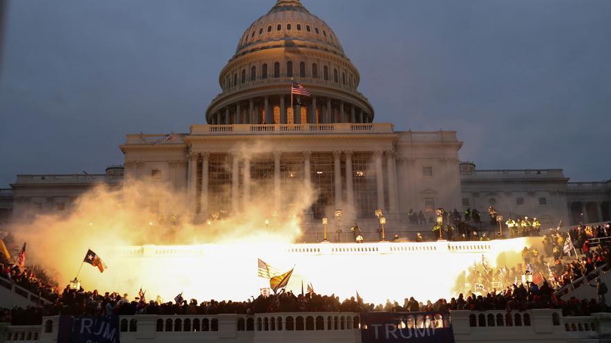 Una turba de seguidores de Trump asalta el Capitolio y sume a EEUU en la confusión