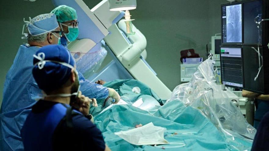 Quirónsalud Tenerife, primer hospital privado de la Isla en implantar un marcapasos sin cables