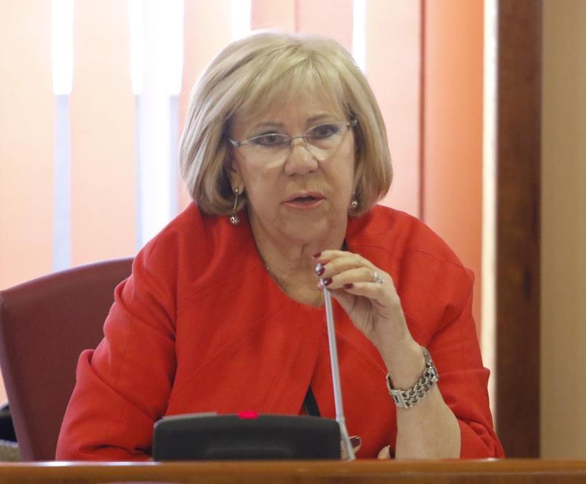 Isaura Abelairas Rodríguez (PSOE). Fue directora del colegio de Infantil y Primaria Emilia Pardo Bazán desde 1993 hasta 2007. Fue concejala de Fiestas y Limpieza, Vías y Obras, Igualdad y en el último mandato estuvo al frente de Política Social.
