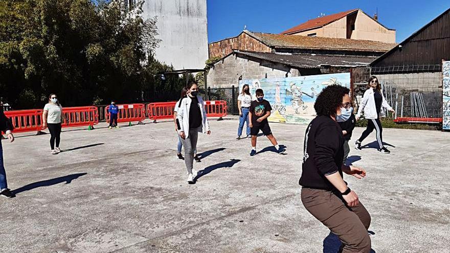 Captación de jugadoras para el Bueu en la Praza Massó
