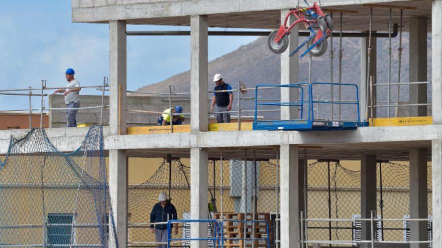 Los constructores exigen que se cambie la Ley del Suelo para que las licencias sean inmediatas