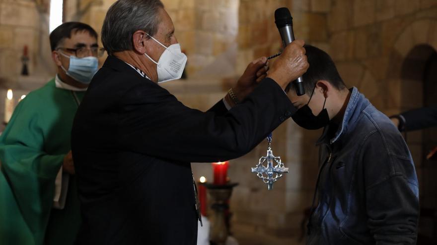 GALERÍA | Jesús Yacente da la bienvenida a sus nuevos hermanos