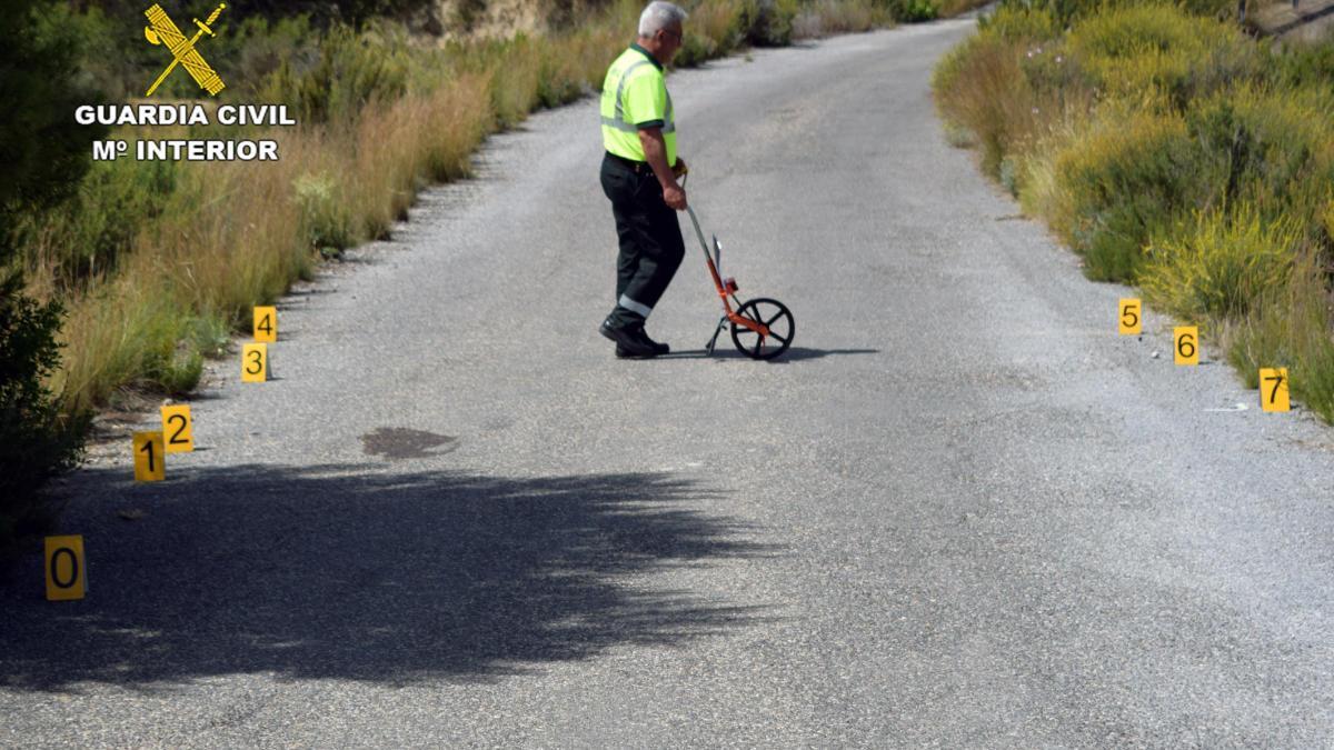 Investigan a un motorista por chocar con un ciclista menor de edad
