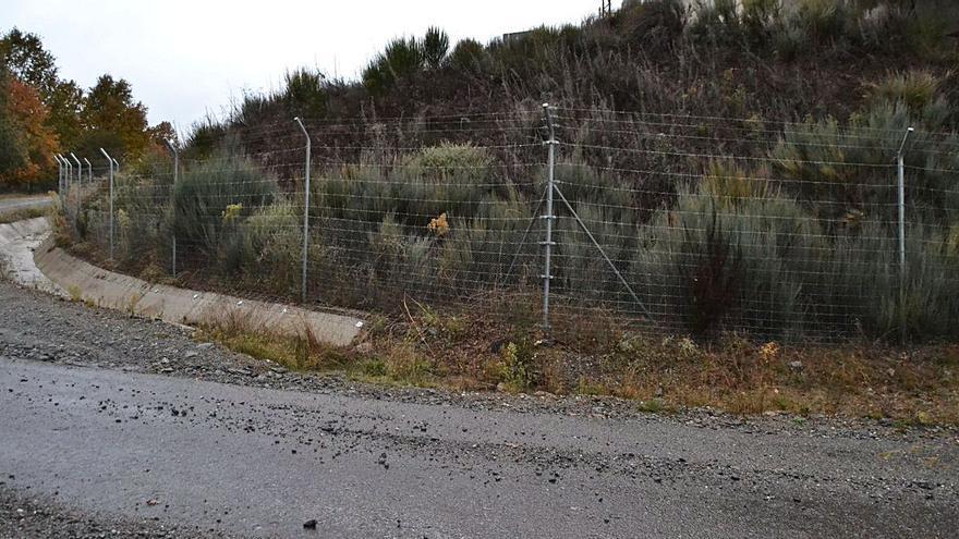 Palacios de Sanabria exige a ADIF que corrija el vertido a los caminos vecinales