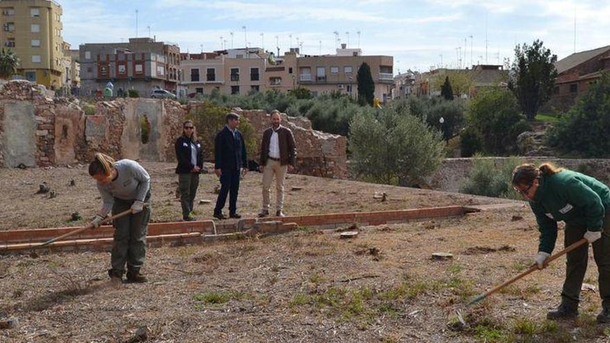 La Vall crea huertos urbanos junto al acueducto