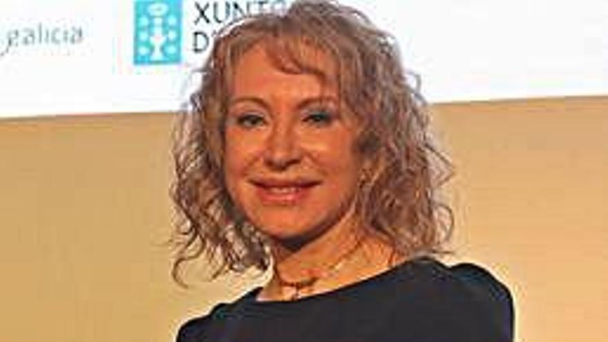 La catedrática de Farmacología Mabel Loza recibe el premio Josefa Wonenburguer
