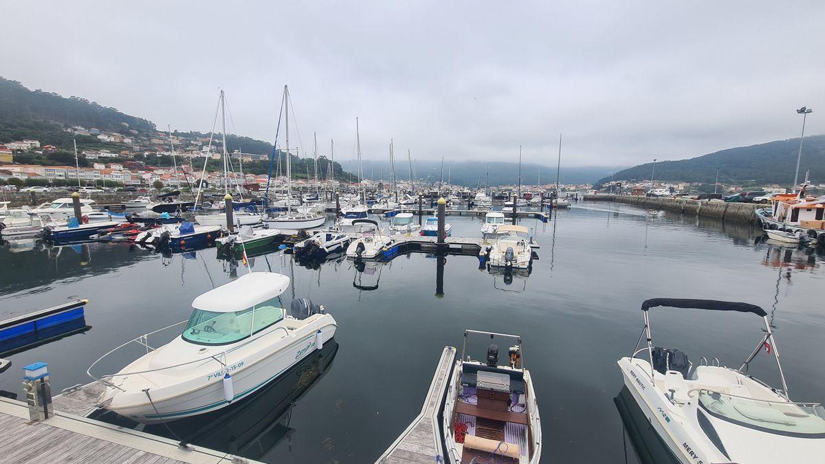 Vista general del puerto de Muros.