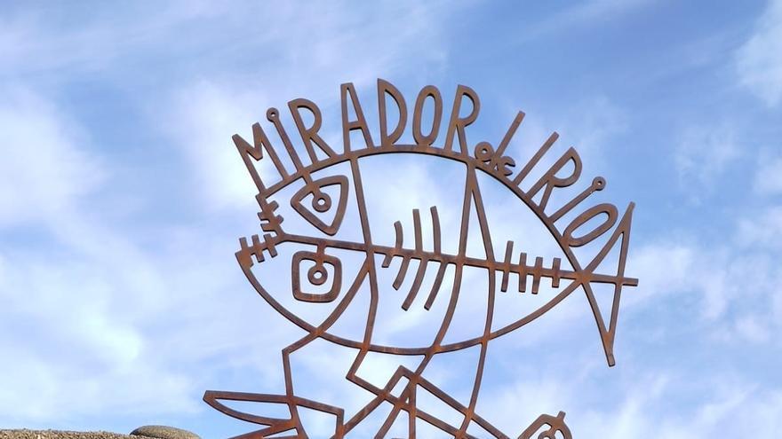 Reponen la escultura 'Pájaro-Pez' de César Manrique tras ser derribada en diciembre por un temporal