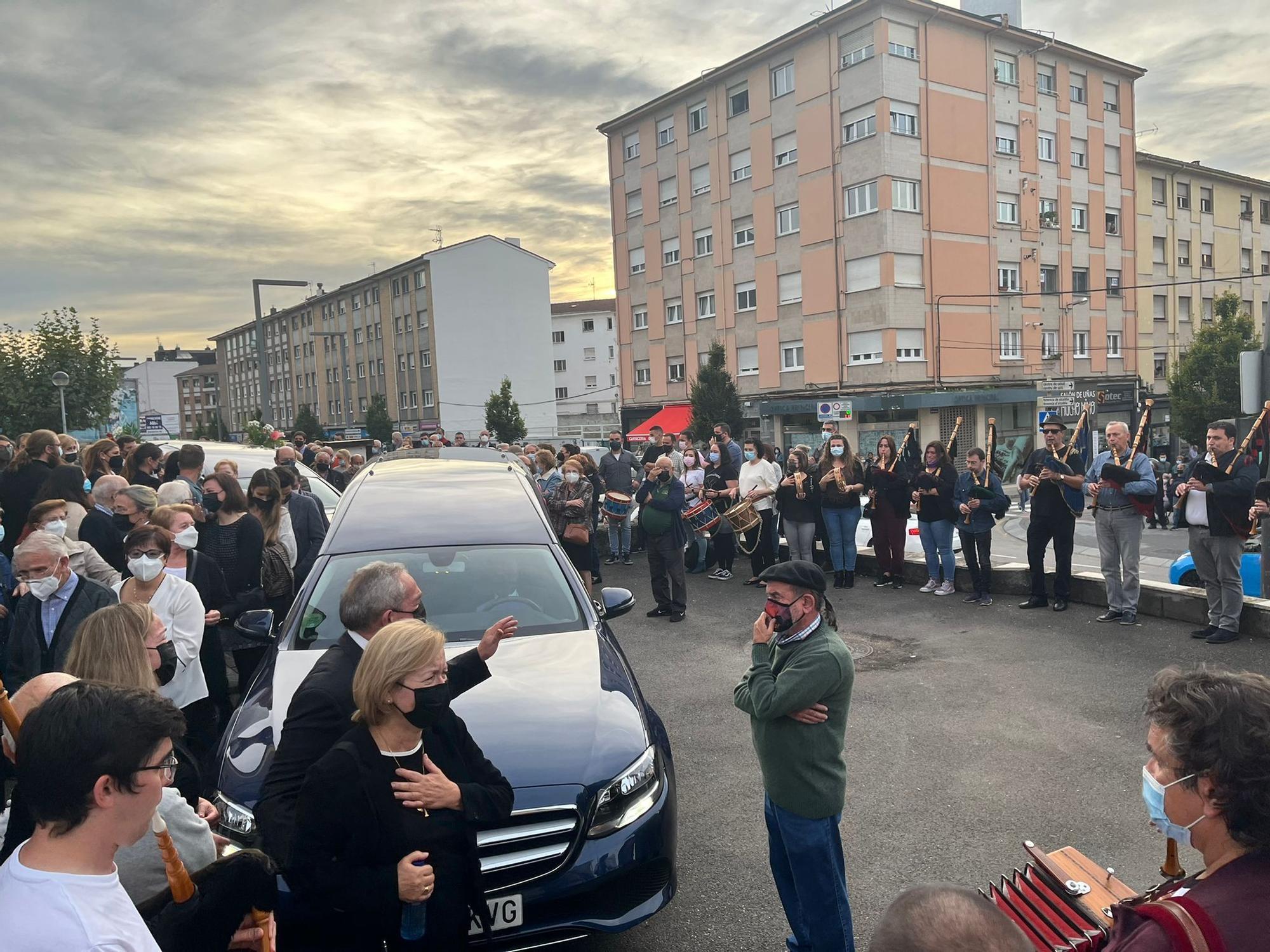 Emotivo adiós en Lugones al conocido tamborilero Javi Castro