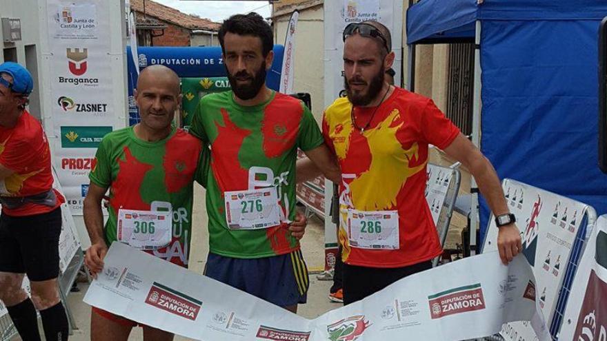 Los tres primeros clasificados en la distancia corta (11 kilómetros) en la que se impuso Rui Muga, campeón de Portugal.