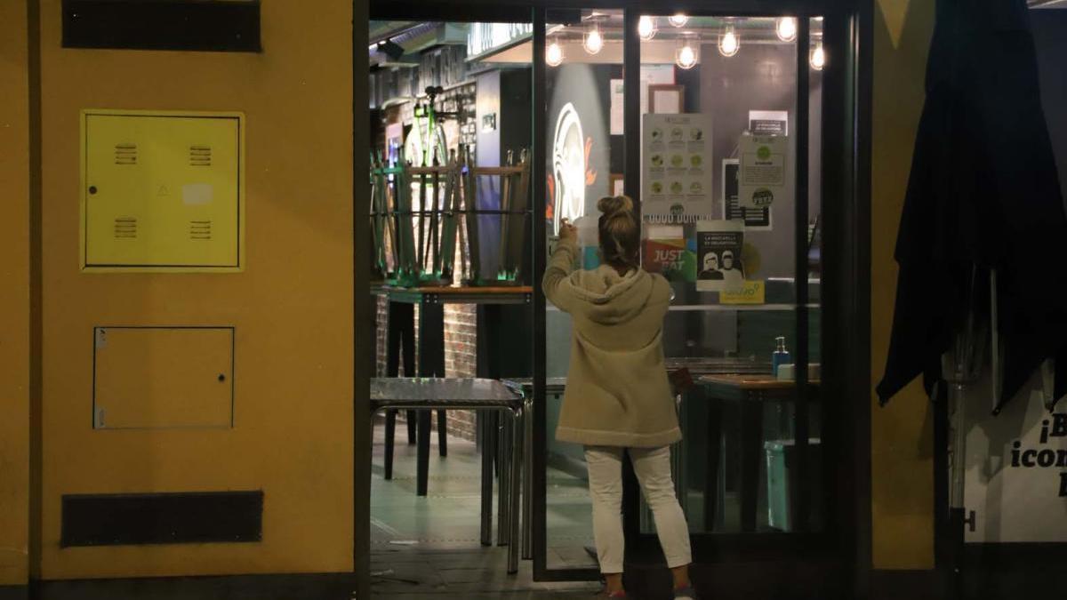 Restricciones por coronavirus en Córdoba: la hostelería deberá cerrar a las 18.00 horas y el comercio a las 20.00