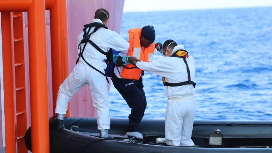 'Ocean Viking' rescata a unos 240 migrantes frente a la costa libia