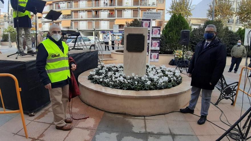 Inaugurado en Puente Genil un monumento en memoria de los vecinos fallecidos por el covid