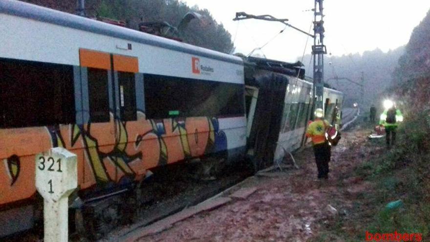 Un muerto y 49 heridos al descarrilar un tren de cercanías en Barcelona