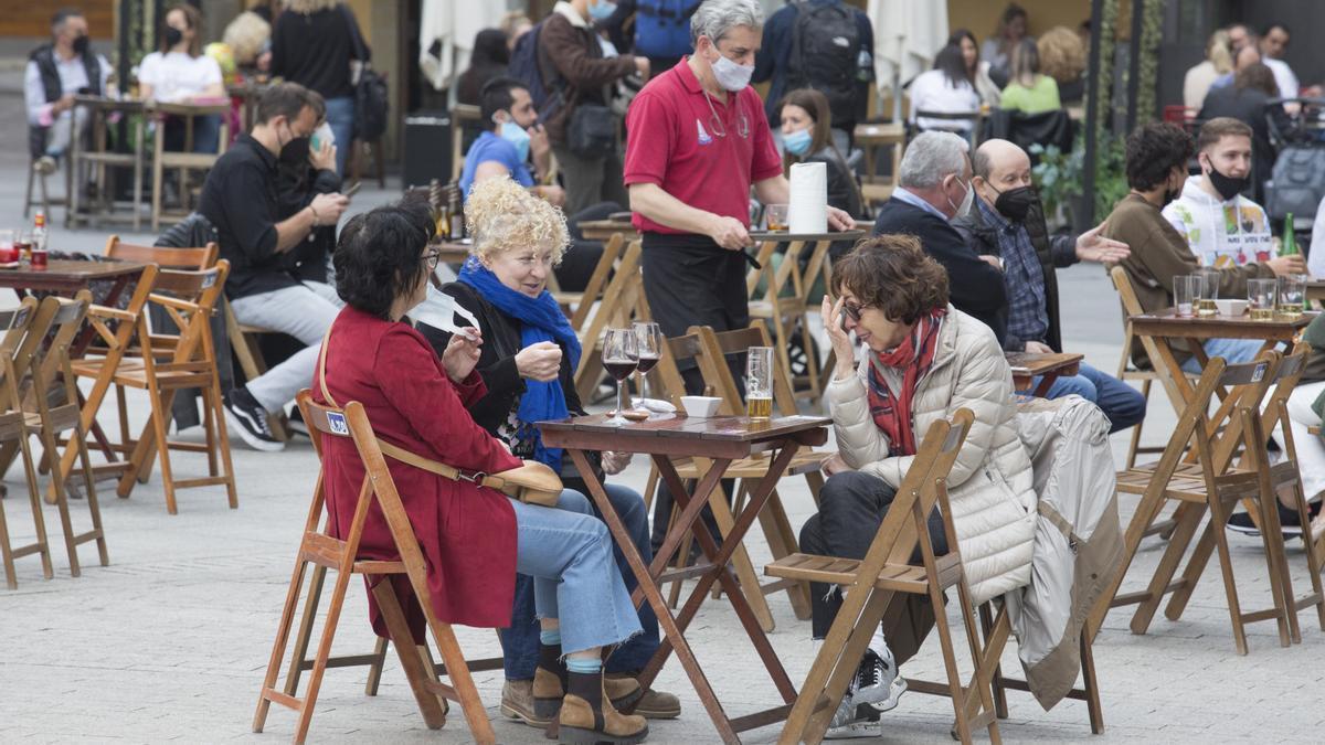 Ambiente en una terraza de Gijón