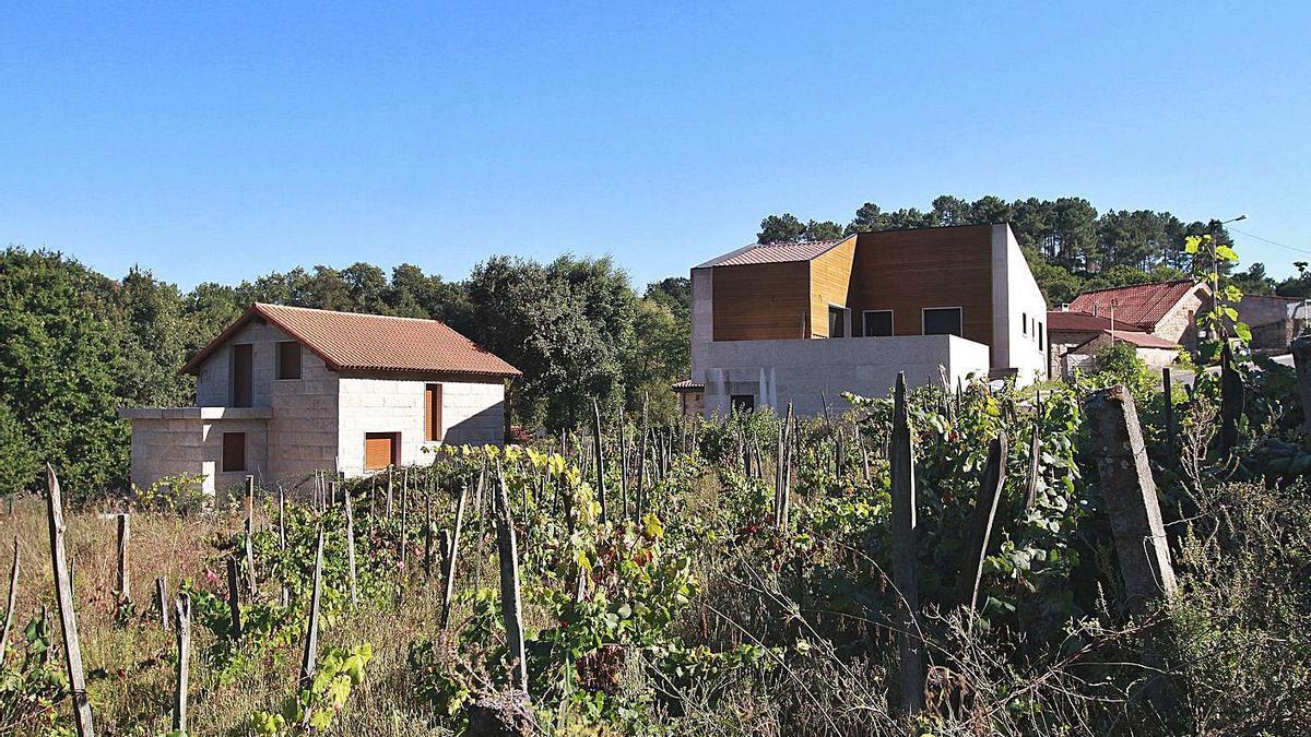 Imagen de varias casas en el rural. |   // IÑAKI OSORIO