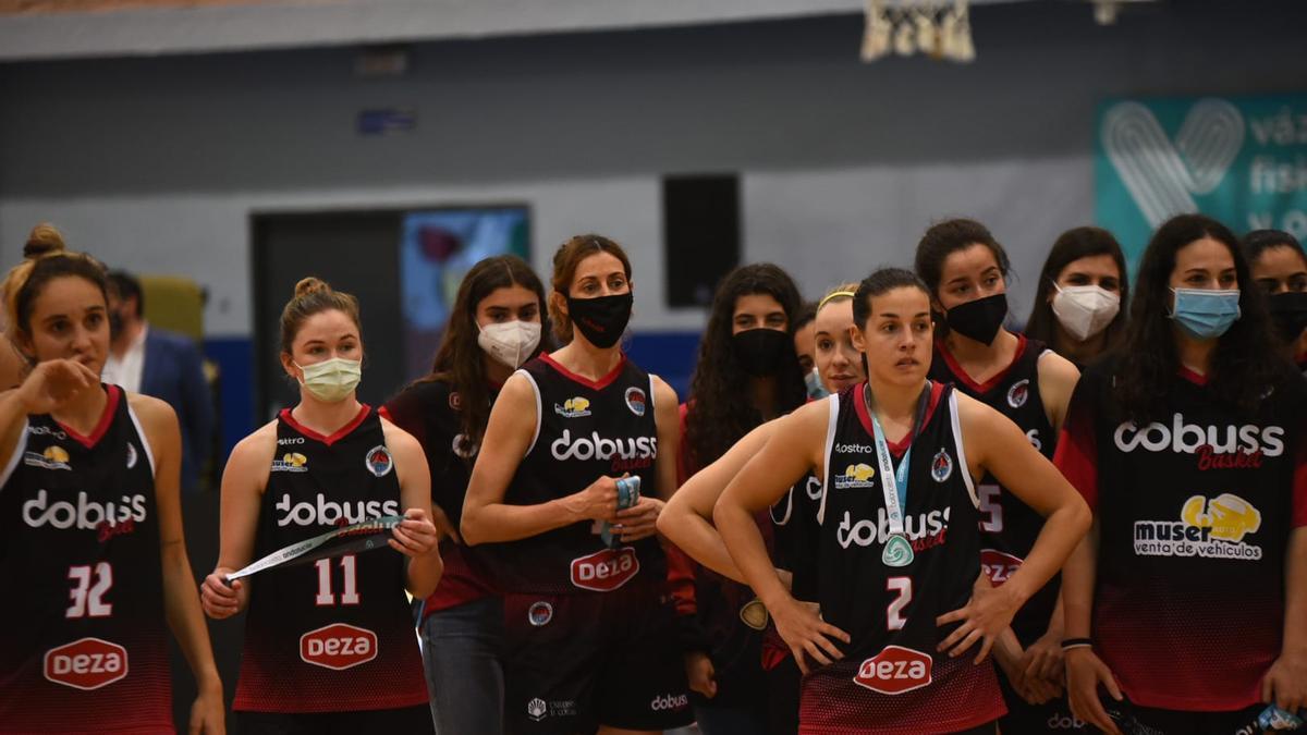 Las jugadoras del Dobuss Córdoba, tras caer en la final andaluza de la N1 Nacional femenina de baloncesto.