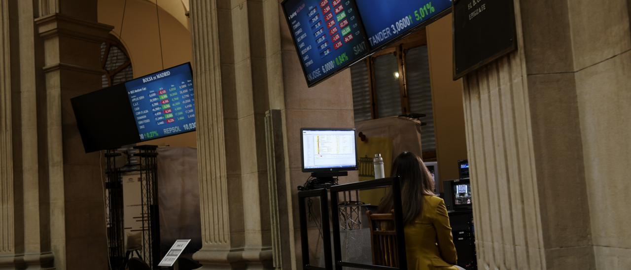 El Ibex 35 cae un 0,27% y se sitúa por debajo de los 9.200 puntos