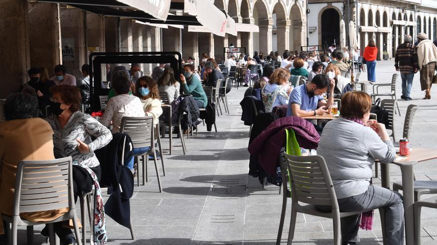 """La Xunta llama a disfrutar de la hostelería """"con sentidiño"""" para """"no dar pasos atrás"""" en la desescalada"""