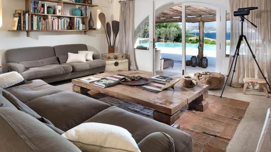 El truco casero para limpiar el sofá y otras tapicerías de forma rápida y sencilla