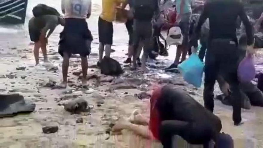Vecinos de Lanzarote auxilian entre lágrimas a 29 migrantes llegados a la isla en patera