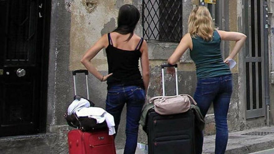 Barcelona retira 300 licencias de pisos turísticos por engañar al Ayuntamiento