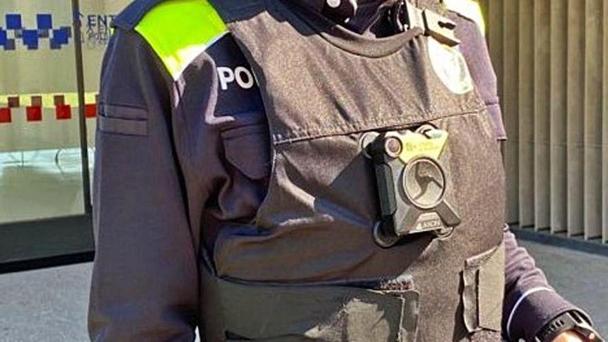 Salt col·loca tres càmeres corporals als agents locals