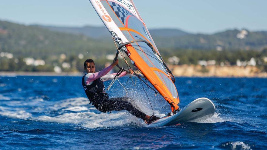 Ibiza también quiere ser cuna de windsurfistas