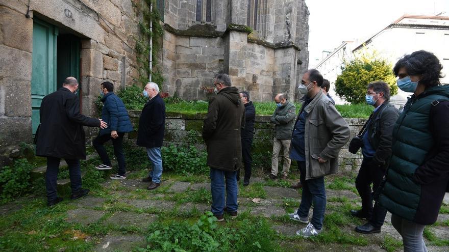 Técnicos del Concello visitan el convento de Santa Clara ante la opción de comprarlo