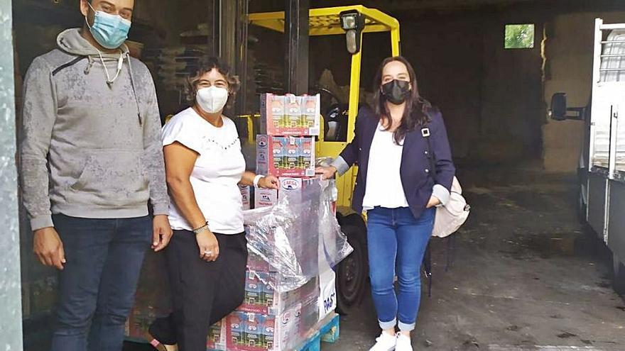 El colectivo Mocidade Kambota entrega 500 litros de leche al programa Silleda Solidaria