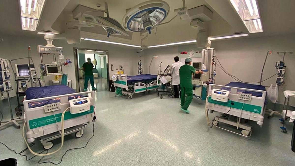 Camas en la ampliación Covid que se hizo en el bloque quirúrgico durante la primera ola.   | // FDV