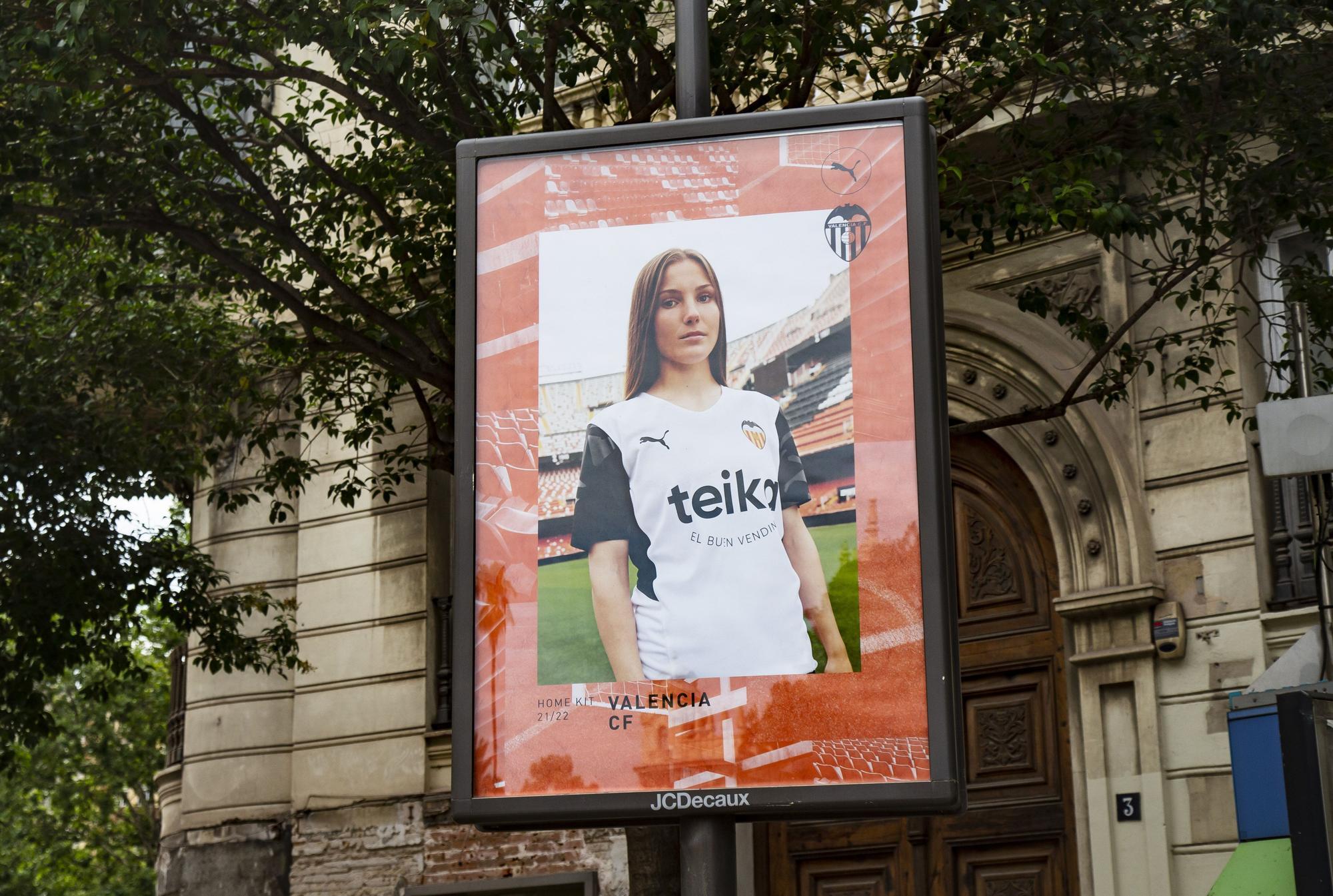El centro histórico del València se inunda de camisetas