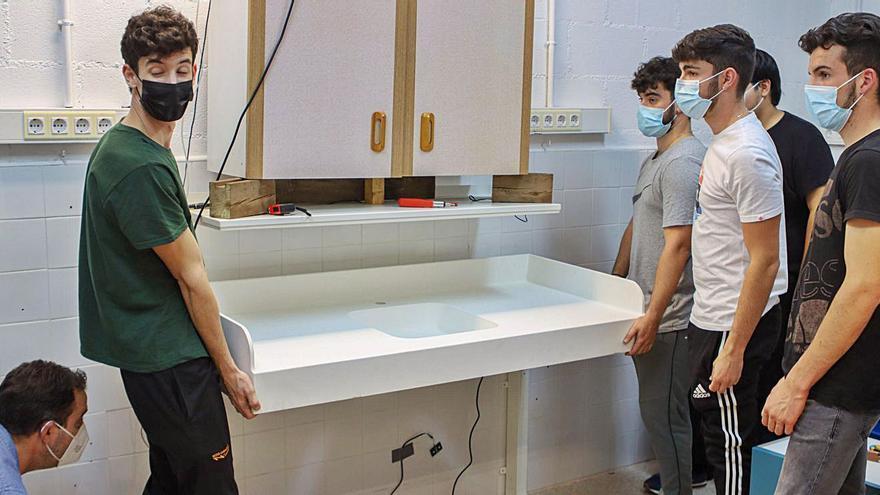 Estudiantes de FP diseñan y crean una cocina inclusiva