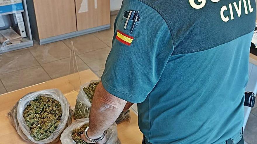 Sorprenden a un joven en Felanitx con un kilo de marihuana en el coche