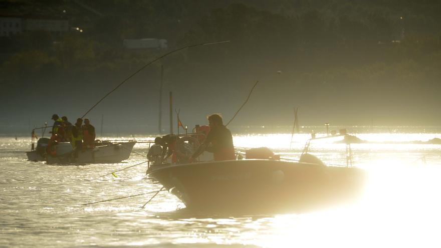 Cuatrocientos barcos en el arranque del libre marisqueo