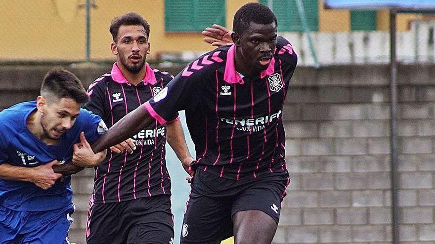Una jugada del partido Vera-Tenerife B, de Tercera División.