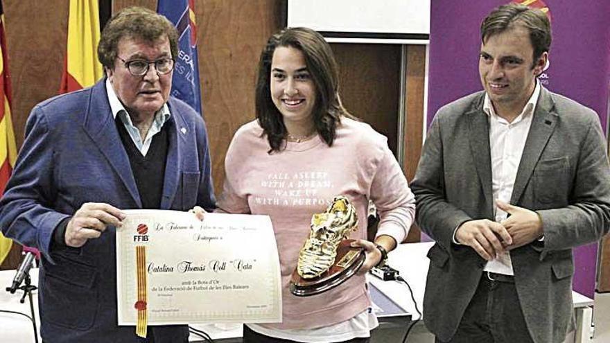 Cata Coll recibe la medalla de oro de la FFIB
