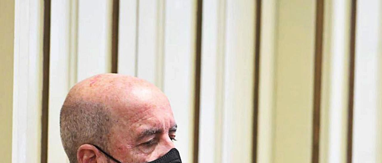 Santiago Pérez, ayer durante el pleno del Parlamento de Canarias. | | LP/DLP
