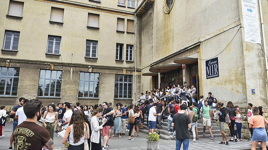 Las empresas confían en que la mitad de los MIR sigan alojándose en Oviedo pese a las clases online