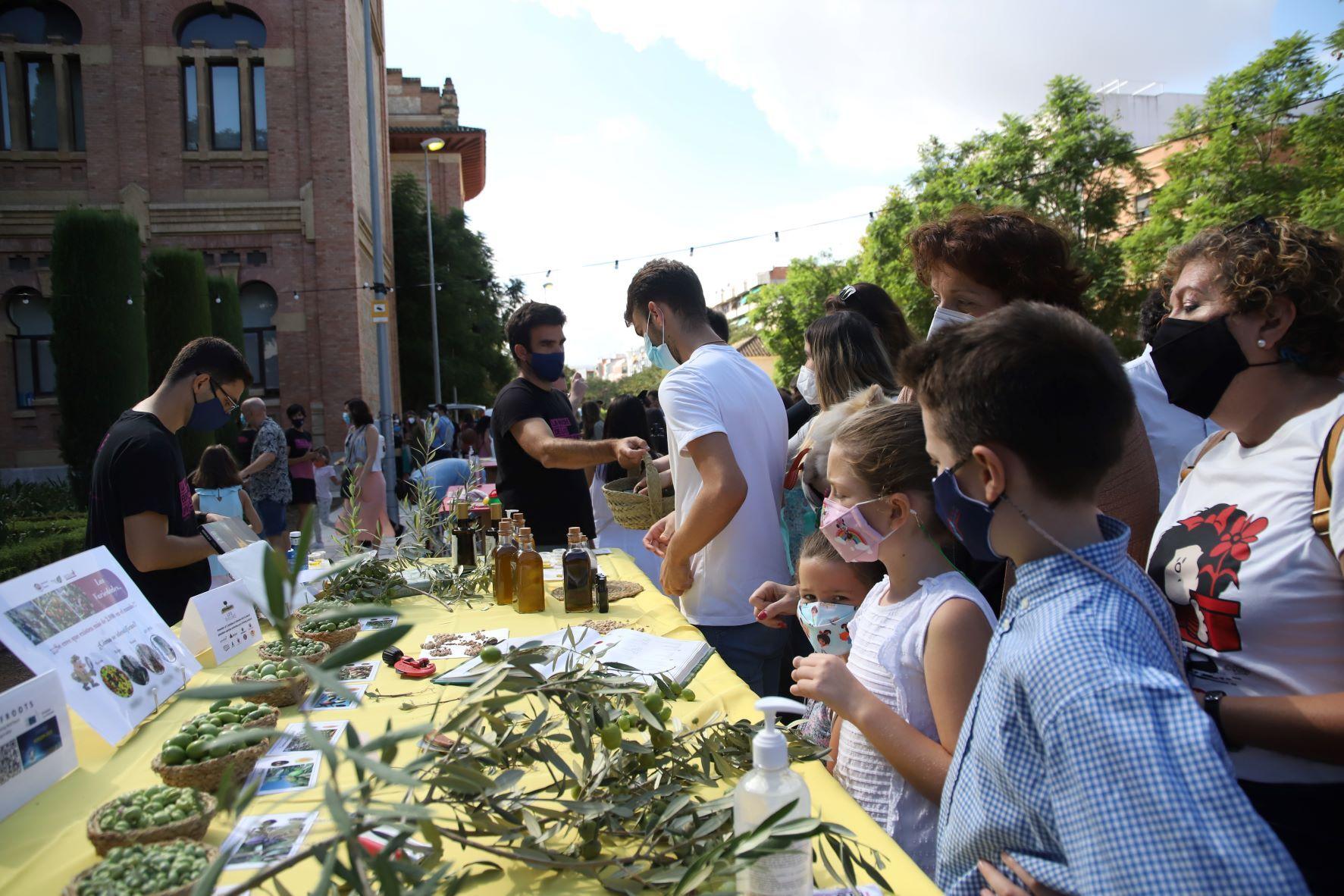 La ciencia se convierte en una fiesta infantil durante a Feria de los Ingenios