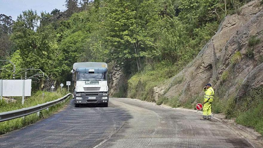 Restablecido el tráfico en el Corredor en El Entrego y en la vía entre Blimea y Barredos