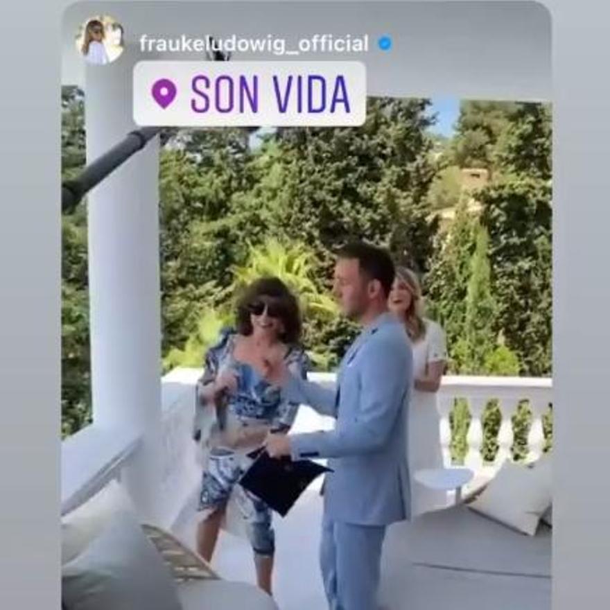 Joan Collins en Mallorca en una imagen publicada en el Instagram de Marcel Remus
