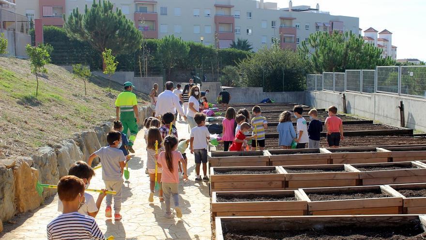 Estepona abre el primer huerto urbano escolar para complementar la formación de los alumnos