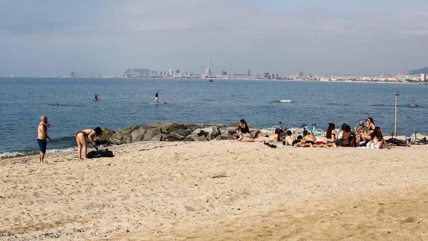 Hallado el cuerpo sin vida de una mujer en la costa de Barcelona