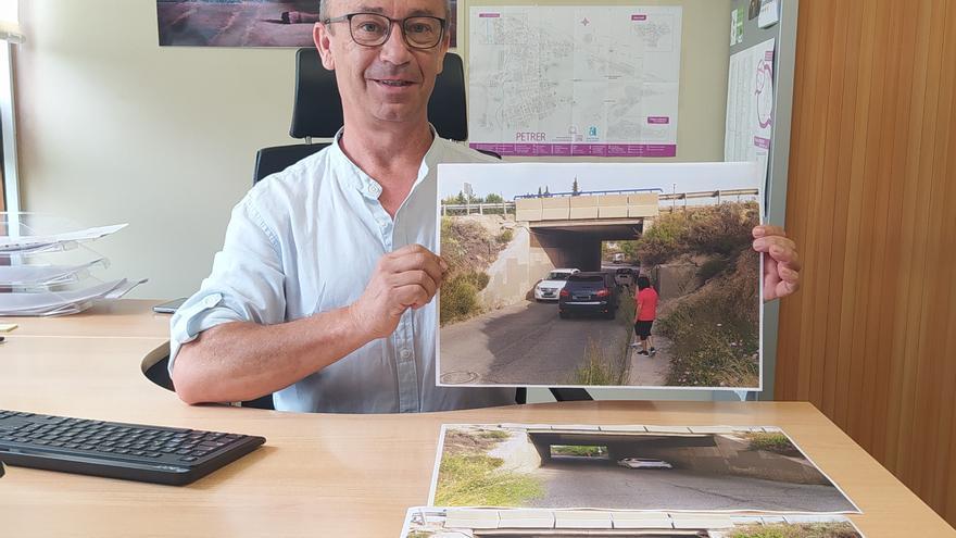 Reclaman un paso peatonal en el puente más peligroso de la A-31 en Petrer