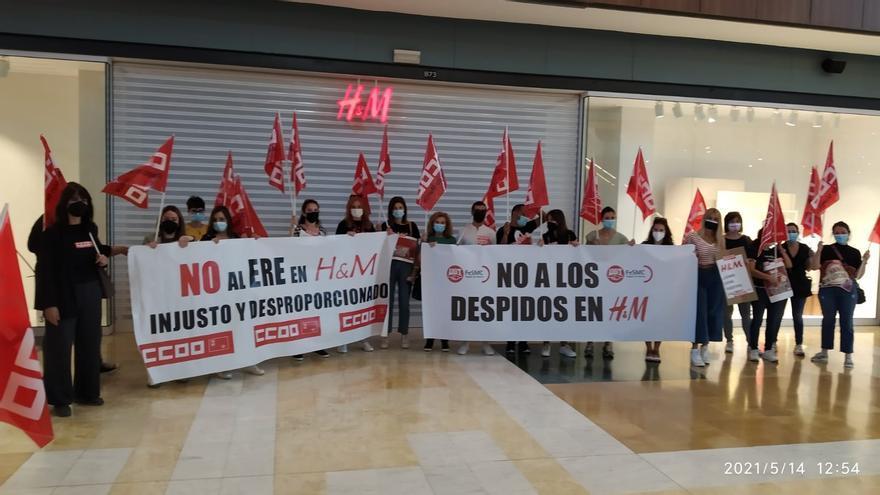 Paros parciales de los trabajadores de H&M en Nueva Condomina y Thader para protestar por el ERE