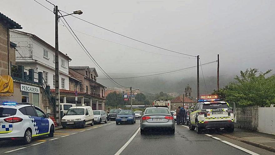 Atropellada una mujer de 76 años que cruzó la PO-551 en Domaio fuera del paso de peatones