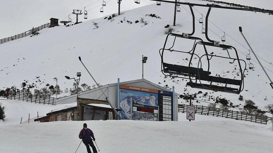 El estreno del cierre de Lena deja a Pajares con apenas medio centenar de esquiadores